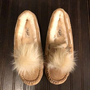 Brand new Ugg Dakota Pom Pom slippers in 5